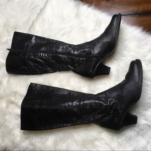 BØRN Sz 8.5 Black Leather Low Heeled Zip Boots